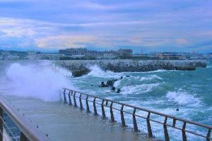 荒れる海の画像