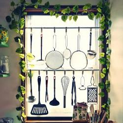 突っ張り棒と調理器具の画像