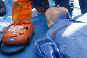 AEDと人形の画像