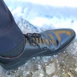 雪道を歩く画像