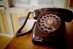 古い黒電話の画像