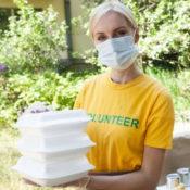 ボランティアの女性の画像