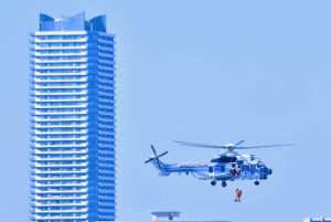 海上保安庁の救出訓練の画像